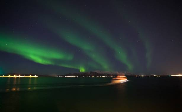 Heli-Northern Lights by boat